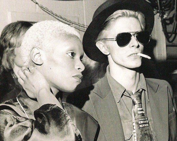 Bowie y Ava Cherry en un concierto de The Faces en 1975. Fuente: www.theanimalnamesofplants.tumblr.com