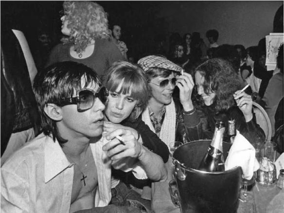 Bowie con Iggy Pop en Berlín. Fuente: mynerfherder.com