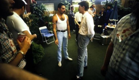 """Bowie y Freddie Mercury en un momento de las sesiones de grabación de su colaboración en """"Under Pressure"""". Fuente: www.ecosdelvinilo.blogspot.com"""