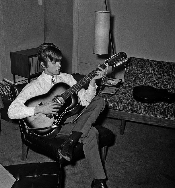 Bowie de adolescente. Fuente: www.mirror.co.uk
