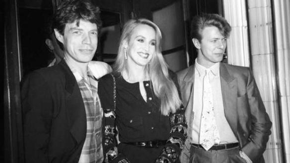 De izquierda a derecha: Mick Jagger; su esposa, la modelo Jerry Hall, y Bowie. Fuente: www.newstalkzb.co.nz