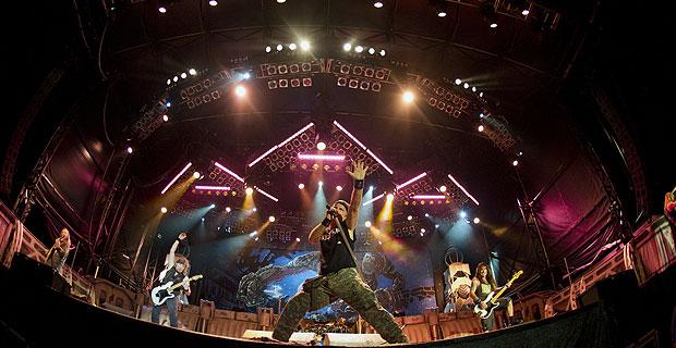 Iron Maiden en directo. Fuente: www.latercera.com