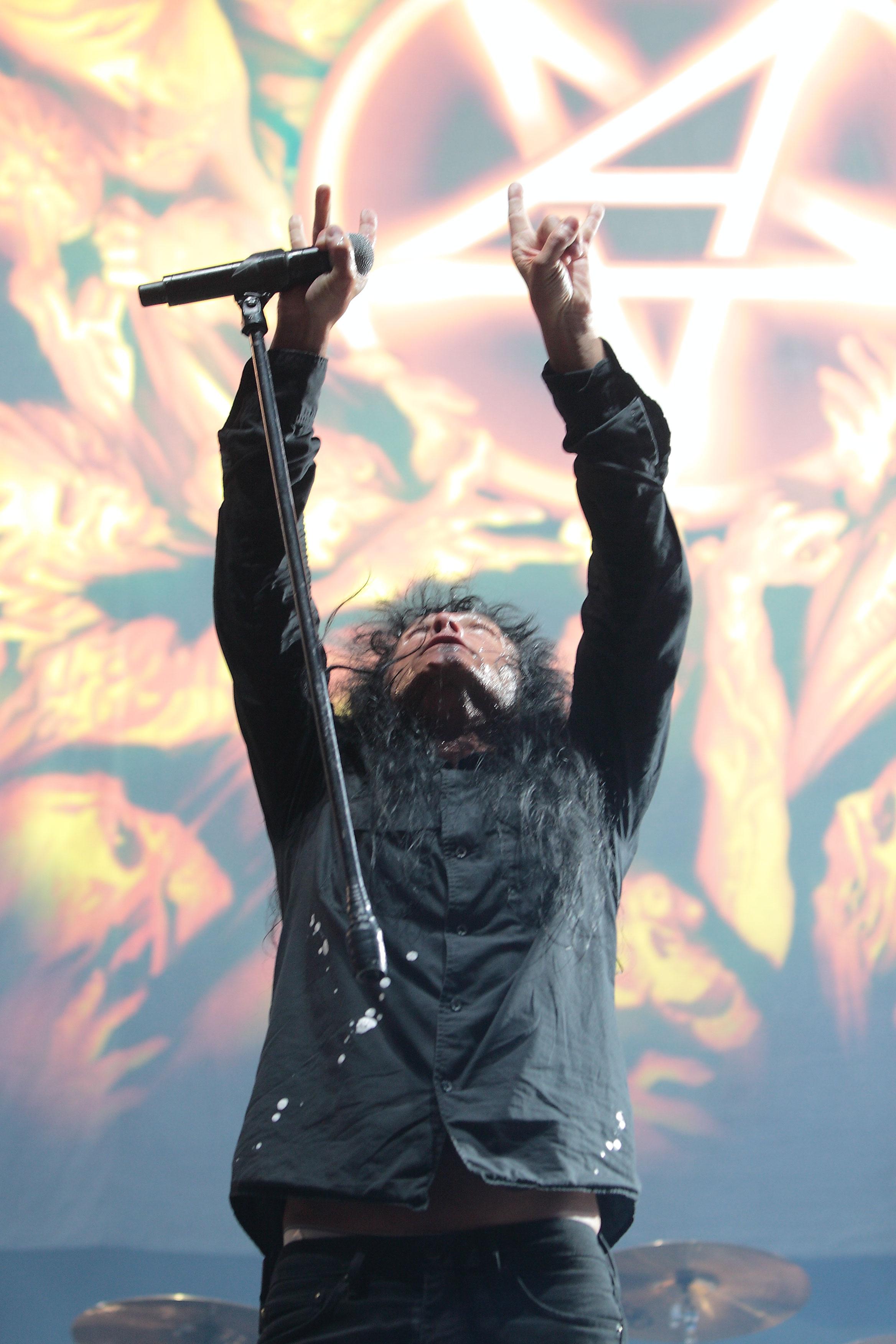 Joey Belladonna, de Anthrax, recordando a Jeff Hanneman y a Dimebag Darrell. Foto: Eduard Tuset