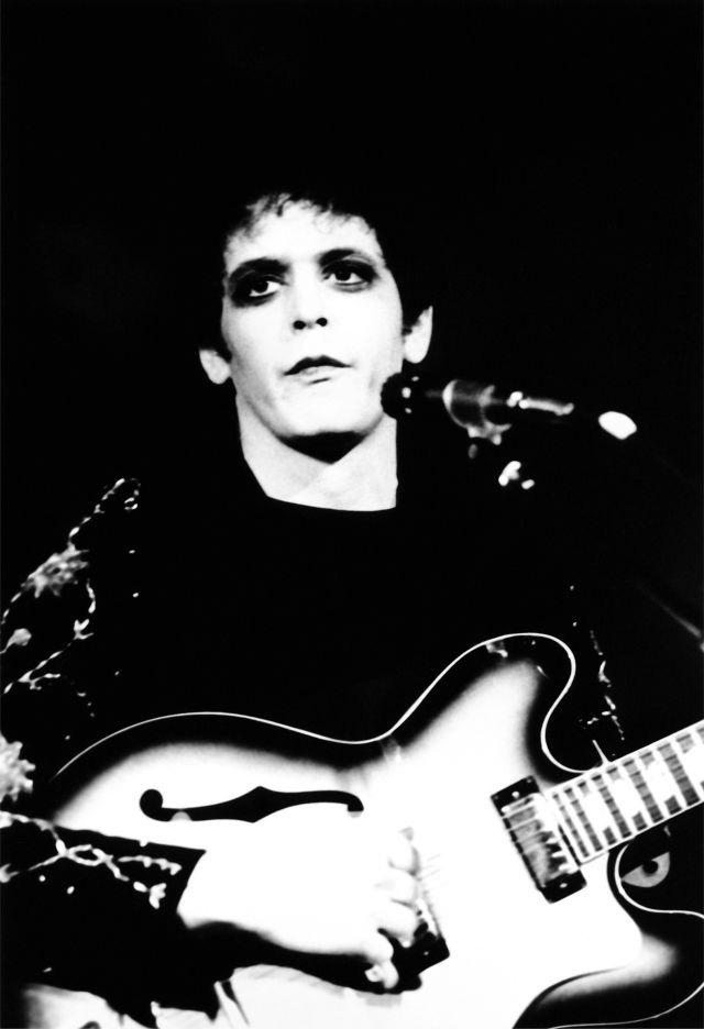 """Imagen de Lou Reed que ilustra la portada de su célebre disco """"Transformer"""". Fuente: www.pinterest.com"""