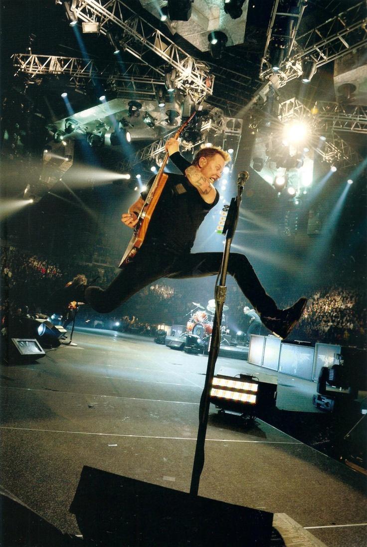Hetfield. El gran salto. Fuente: www.pinterest.com