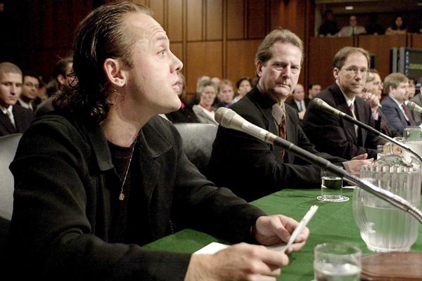 Lars Ulrich en el juicio contra Napster en el 2000. Fuente:
