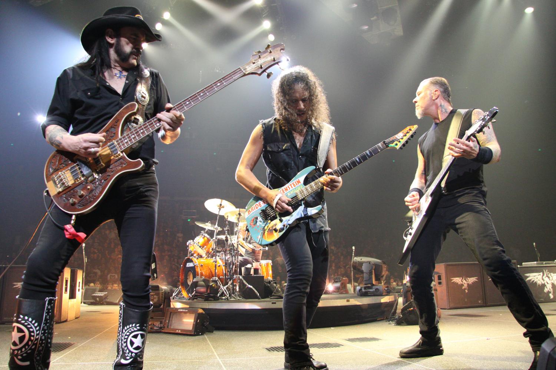 """Metallica tocando de nuevo con Lemmy de Motörhead en 2009. Imagen del documental """"Lemmy"""". Fuente: www.pinterest.com"""