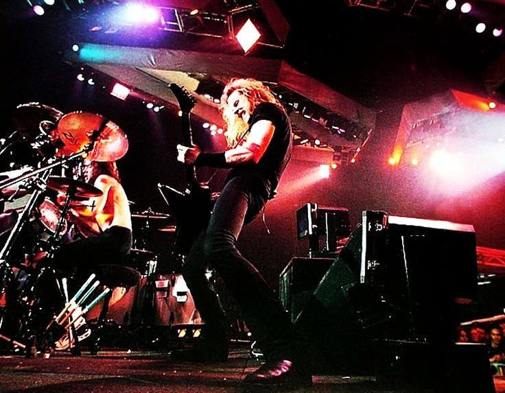 """Metallica en una actuación de la gira de presentación del """"Black Album"""". Fuente: www.pinterest.com"""