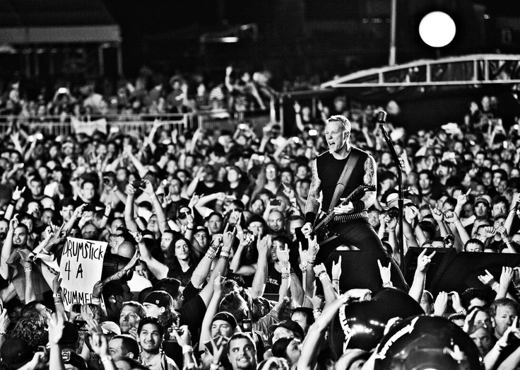 James Hetfield sabe cómo arengar a las masas. Fuente: www.pinterest.com