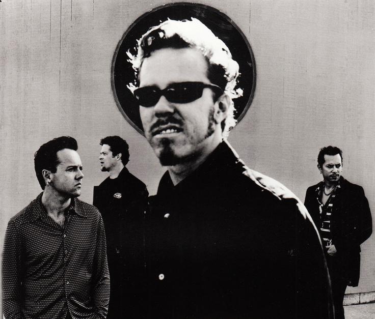 """Metallica tras el polémico corte de pelo para las imágenes promocionales de """"Load"""" (1996). Aquí en plan U2 a través del objetivo de Anton Corbjin. Fuente: www.pinterest.com"""