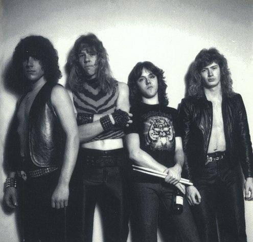 Formación primigenia de Metallica. De izquierda a derecha: Ron McGovney, James Hetfield, Lars Ulrich y Dave Mustaine. Fuente: www.pinterest.com