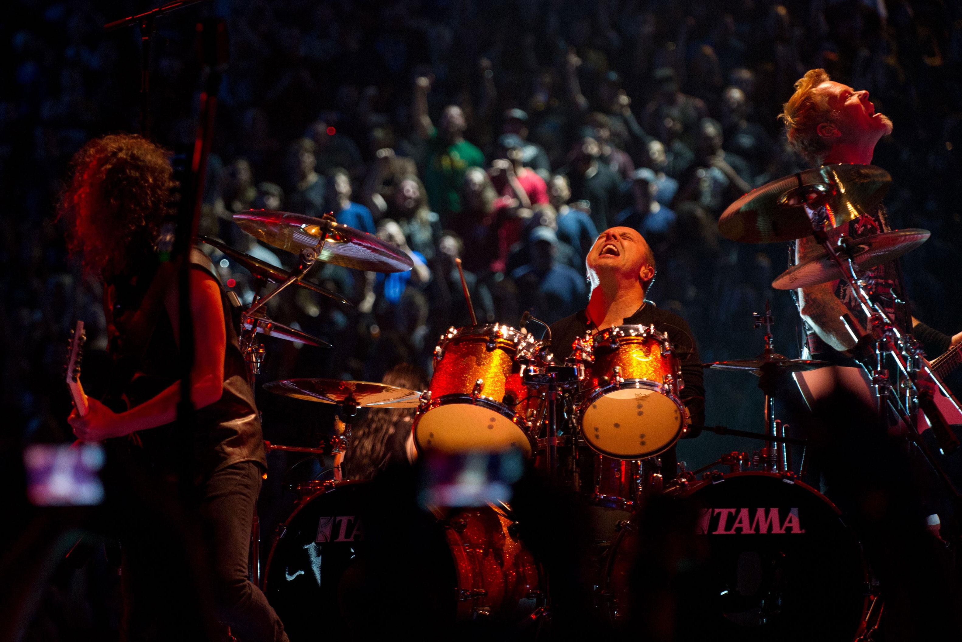 Kirk Hammet, Lars Ulrich y James Hetfield, como los espectadores: en pleno éxtasis. Fuente: www.peliculasabout.com