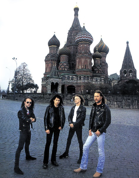 Metallica en Moscú durante la gira del álbum negro. Fuente: www.pinterest.com