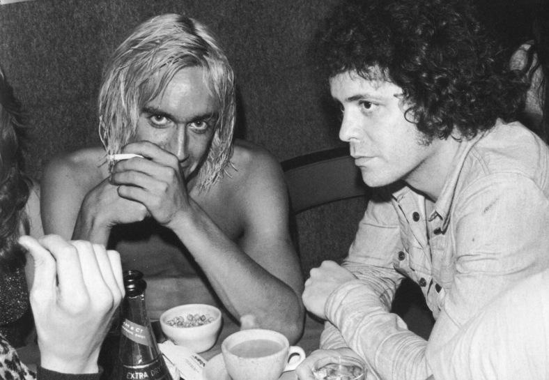 Lou Reed con Iggy Pop en los setenta: peligro. Fuente: www.tumblr.com