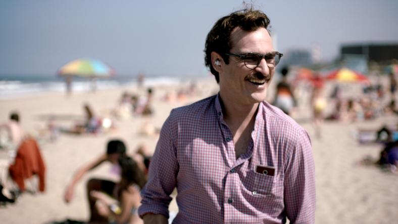 """""""Her"""": Joaquin Phoenix enamorado. Fuente: www.collider.com"""